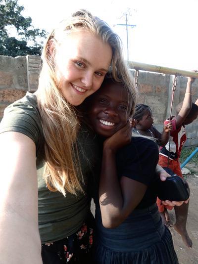 Mandy hielp tijdens de Global Gap reis  mee op een dagopvang in Ghana