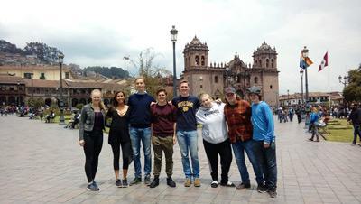 In Peru helpen de Global Gap deelnemers op het lesgeefproject