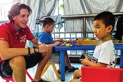 Max van Putten reisde af naar China voor vrijwilligerswerk met autistische kinderen