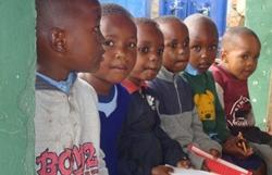 De lieve kids van het weeshuis in Tanzania