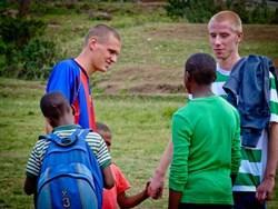 De ervaring van Stijn & Pim op het gymles project in Tanzania