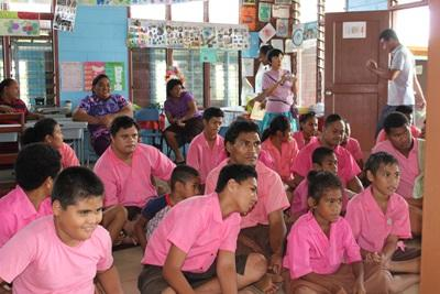 Leerlingen op het fysiotherapie project in Samoa