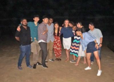 Grupa wolontariuszy na plaży